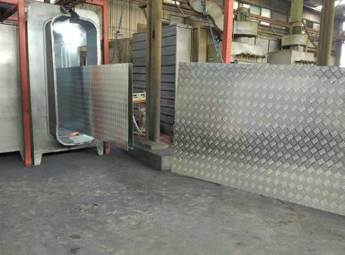 专业花纹铝板喷涂